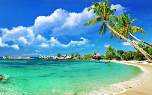 praia_tropical_com_nuvens_brancas_04025c621787bd816e9e4287ca606045_praia tropical (2)